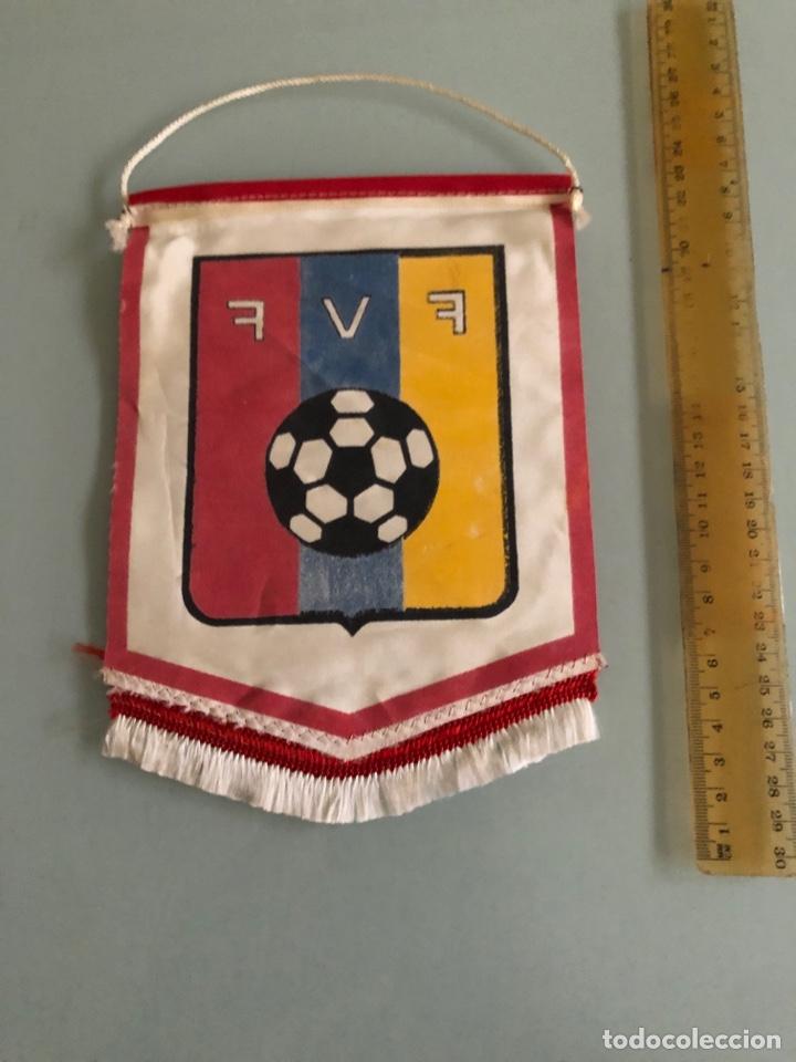 Coleccionismo deportivo: Federación Venezolana Futbol Banderin años 70 - Foto 2 - 288316628