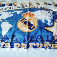Coleccionismo deportivo: BANDERA REAL MADRID CLUB DE FUTBOL. PRODUCTO OFICIAL. EL MEJOR EQUIPO DEL MUNDO.. Lote 293912488