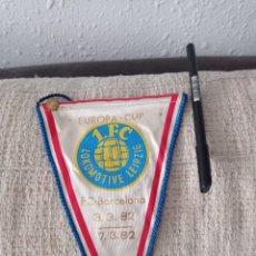 Coleccionismo deportivo: BANDERÍN F.C. BARCELONA/LOCOMOTIV LEIPZIG 1982. PIN DE AGUJA.. Lote 294059068