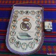 Coleccionismo deportivo: BANDERÍN REAL MADRID CAMPEÓN COPA DEL REY 1992 1993 CON FIRMAS DE LOS JUGADORES. REGALO TRANSISTOR.. Lote 294119608
