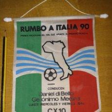 Coleccionismo deportivo: BANDERÍN DE RADIO CX 10 CONTINENTE PARA EL MUNDIAL DE ITALIA 90. Lote 294302393