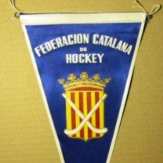 Coleccionismo deportivo: BN0140.- BANDERIN 15X27 TELA FEDERACION CATALANA DE HOCKEY.. Lote 26464500