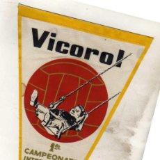 Coleccionismo deportivo: BANDERIN VICOROL. PRIMER CAMPEONATO INTERCOLEGIAL DE FUTBOL. MADRID. 1962-63. Lote 33815292