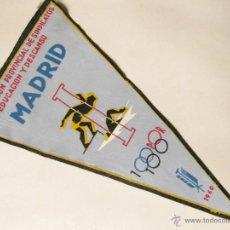 Coleccionismo deportivo: BANDERIN DE 1960 DE LA DELEGACION PROVINCIAL DE SINDICATOS EDUCACION Y DESCANSO - MADRID. Lote 41568087