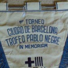 Coleccionismo deportivo: INTERESANTE I RARO BANDERIN - PRIMER TORNEO CIUDAD DE BARCELONA TROFEO PABLO NEGRE IN MEMORIAM 1973 . Lote 43118055
