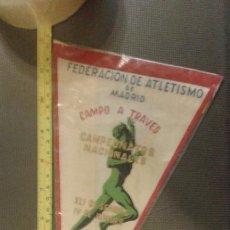 Coleccionismo deportivo: BANDERÍN ORIGINAL FEDERACIÓN DE ATLETISMO DE MADRID CAMPO A TRAVÉS CAMPEONATOS 1959. Lote 45478650