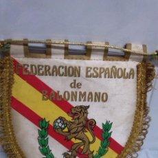 Coleccionismo deportivo: ANTIGUO BANDERIN DE LA FEDERACION ESPAÑOLA DE BALONMANO.. Lote 47665914