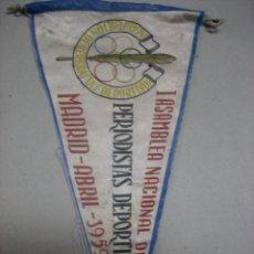 Coleccionismo deportivo: BANDERIN PRIMERA ASAMBLEA NACIONAL DE PERIODISTAS DEPORTIVOS.- MADRID.- ABRIL 1959. Lote 47979540