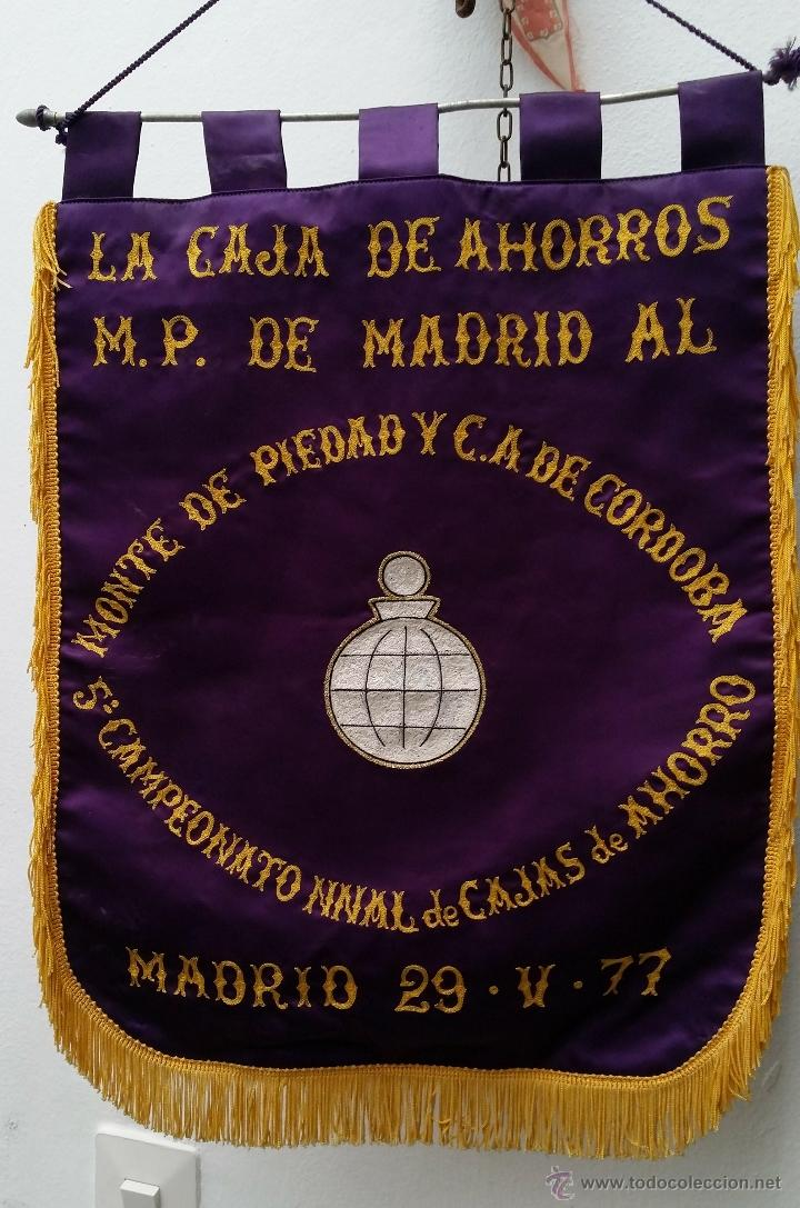 Coleccionismo deportivo: GRAN BANDERIN BORDADO, 5º CAMPEONATO NACIONAL DE CAJAS DE AHORROS, MADRID 29-V-77, mide 57x41 cnts - Foto 2 - 53481144