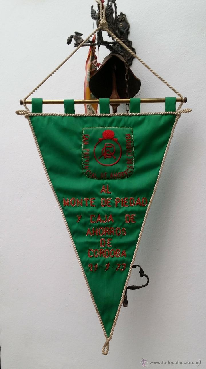 GRAN BANDERIN BORDADO, CAJA PROVINCIAL DE AHORROS CORDOBA AL MONTE DE PIEDAD DE CORDOBA , 21-1-73, (Coleccionismo Deportivo - Banderas y Banderines otros Deportes)