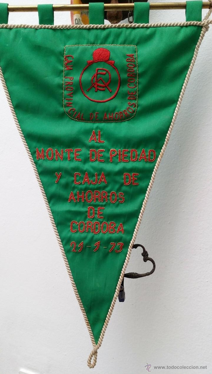 Coleccionismo deportivo: GRAN BANDERIN BORDADO, CAJA PROVINCIAL DE AHORROS CORDOBA al MONTE DE PIEDAD DE CORDOBA , 21-1-73, - Foto 2 - 53481229