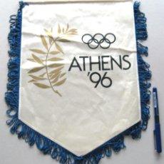Coleccionismo deportivo: BANDERIN PENNANT ATHENS 1996 96 GRECIA OLIMPICO ATENAS 37 X 28 CM BUEN ESTADO . Lote 49911284