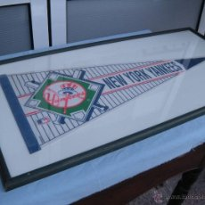 Coleccionismo deportivo: BEISBOL.GRAN BANDERIN ENMARCADO NEW YORK YANKEES. Lote 50925223