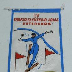 Coleccionismo deportivo: BANDERIN IV TROFEO ELEUTERIO ARIAS PARA VETERANOS, PTO. NAVACERRADA, CERCEDILLA, 1970, SIERRA GUADAR. Lote 53884298