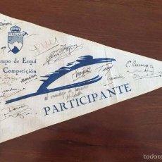 Coleccionismo deportivo: BANDERIN DEL GRUPO DE ESQUI DE COMPETICION DE PEÑALARA, GUADARRAMA, CENTURIA, MONTAÑISMO, CON FIRMAS. Lote 56909824