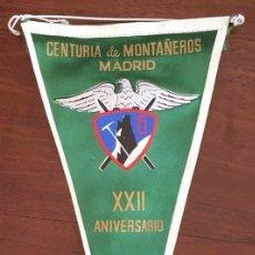 Coleccionismo deportivo: BANDERIN DE LA CENTURIA DE MONTAÑEROS DE MADRID, XXII ANIVERSARIO, AÑO 1940-1962, MIDE 30 CMS.. Lote 56910540