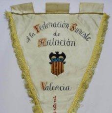 Coleccionismo deportivo: BANDERIN DE LA FEDERACION SURESTE DE NATACION, VALENCIA 1967, PINTADA A MANO, GRAN TAMAÑO MIDE 55 CM. Lote 57356550