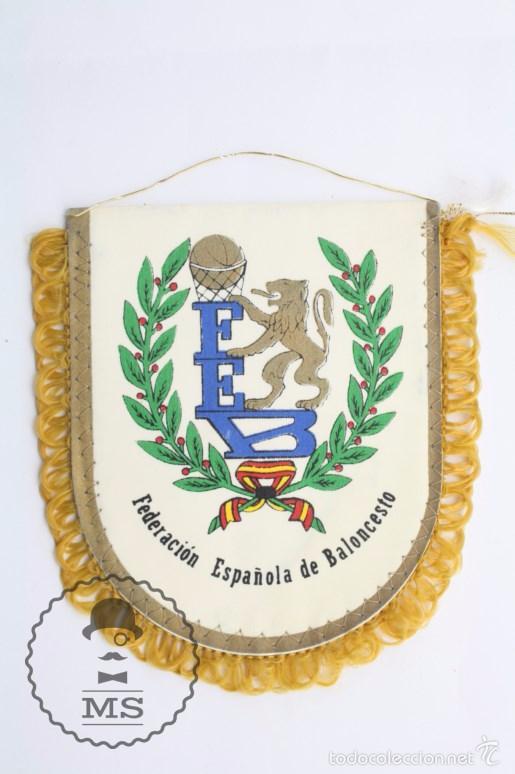 BANDERÍN DE LA FEDERACIÓN ESPAÑOLA DE BALONCESTO / FEB - BASKET / BALONCESTO - MEDIDAS 12,5 X 11 CM (Coleccionismo Deportivo - Banderas y Banderines otros Deportes)