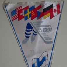 Coleccionismo deportivo: BANDERÍN DE HOCKEY HIELO. MUNDIAL DE FINLANDIA AÑO 1991. CANADÁ, SUIZA CHECOSLOVAQUIA ALEMANIA URSS. Lote 66052154