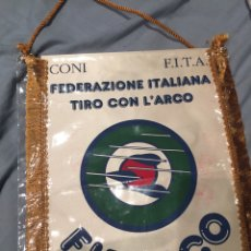 Coleccionismo deportivo: BANDERIN FEDERAZIONE ITALIANA TIRO CON L'ARCO, FITARCO. 33X25. Lote 76049699