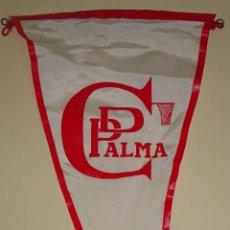 Coleccionismo deportivo: BANDERÍN DE DEPORTES. AÑOS 50 60. CD PALMA DE MALLORCA, BALONCESTO. 37 CM. Lote 77662221