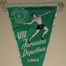 Coleccionismo deportivo: BANDERÍN DE DEPORTES. AÑOS 50 60. 25 AÑOS DE PAZ 1964. JORNADAS DEPORTIVAS PALMA MALLORCA. 26 CM. Lote 77662305