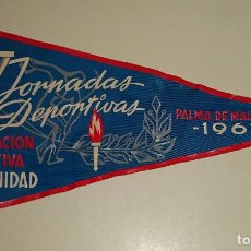 Coleccionismo deportivo: BANDERÍN DE DEPORTES. IV JORNADAS DEPORTIVAS PALMA DE MALLORCA 1961. 26 CM. Lote 77662933