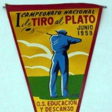 Coleccionismo deportivo: BANDERÍN I CAMPEONATO NACIONAL TIRO AL PLATO EDUCACIÓN Y DESCANSO VALLADOLID JUNIO 1959. Lote 77792789