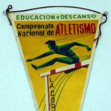 Coleccionismo deportivo: BANDERÍN CAMPEONATO NACIONAL ATLETISMO EDUCACIÓN Y DESCANSO LA CORUÑA 1958. Lote 77794293