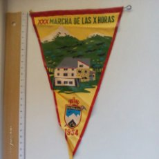 Coleccionismo deportivo: BANDERÍN XXX MARCHA DE LAS X HORAS PEÑALARA 1954. Lote 83712686
