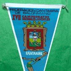 Coleccionismo deportivo: BANDERÍN FEDERACIÓN CANTABRA DE BALONMANO - XVII CAMPEONATOS NACIONALES JUVENILES - SANTANDER 1969. Lote 85762088