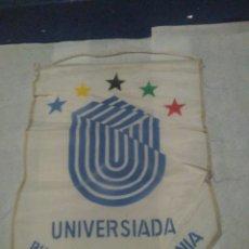 Coleccionismo deportivo: BANDERÍN DE TELA UNIVERSIADA 1981, BUCAREST RUMANIA, ATLETISMO. Lote 96882600