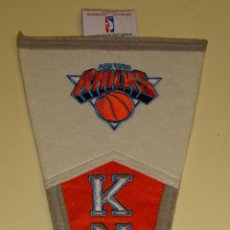 Coleccionismo deportivo: BANDERÍN DE BALONCESTO. NBA BASKET. NEW YORK KNICKS. 36 CM. Lote 109539119