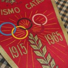 Coleccionismo deportivo: BANDERIN DE TELA- BODAS DE ORO DEL ATLETISMO CATALAN, 1915-1965.FEDERACIÓN CATALANA ATLETISMO(FCA).. Lote 111441239