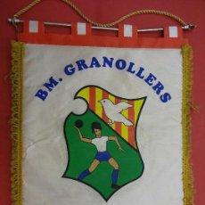 Coleccionismo deportivo: BM GRANOLLERS. BALONMANO. BANDERÍN CAMPIO D´EUROPA E.H.F. 95-96. 40 X 30 CTMS.. Lote 114431235
