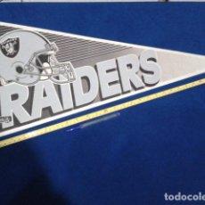 Coleccionismo deportivo: BANDERIN MADE IN USA 77 CM ORIGINAL ( RAIDERS ) TEAM NFL . Lote 116875727