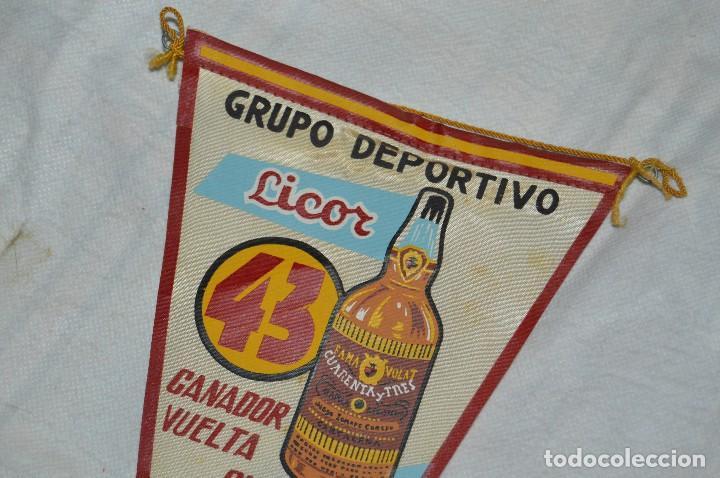 Coleccionismo deportivo: VINTAGE - ANTIGUO BANDERÍN - GRUPO DEPORTIVO LICOR 43 - VUELTA CICLISTA A ESPAÑA 1959 - HAZ OFERTA - Foto 2 - 118187991