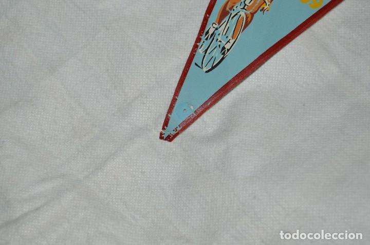 Coleccionismo deportivo: VINTAGE - ANTIGUO BANDERÍN - GRUPO DEPORTIVO LICOR 43 - VUELTA CICLISTA A ESPAÑA 1959 - HAZ OFERTA - Foto 4 - 118187991