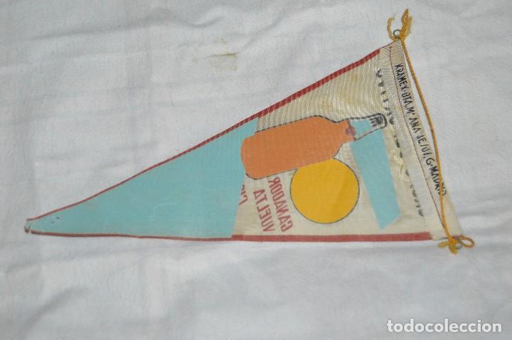 Coleccionismo deportivo: VINTAGE - ANTIGUO BANDERÍN - GRUPO DEPORTIVO LICOR 43 - VUELTA CICLISTA A ESPAÑA 1959 - HAZ OFERTA - Foto 6 - 118187991