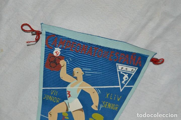 Coleccionismo deportivo: VINTAGE - ANTIGUO BANDERÍN DEPORTIVO - CAMPEONATO ESPAÑA CAMPO A TRAVES - 1962 - JOYA - HAZ OFERTA - Foto 2 - 118189063