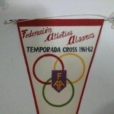 Coleccionismo deportivo: BANDERIN FEDERACIÓN ATLÉTICA ALAVESA. TEMPORADA DE CROSS 1961-62 VITORIA. Lote 122282791