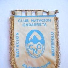 Coleccionismo deportivo: NATACIÓN - WATERPOLO - BANDERIN CLUB NATACION ONDARRETA ALCORCON - 24X37 - FOTO DORSO. Lote 123384095