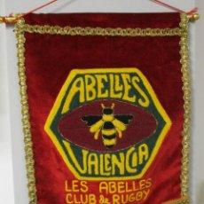 Coleccionismo deportivo: ANTIGUO BANDERÍN LES ABELLES CLUB DE RUGBY, VALENCIA. Lote 131133736