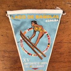 Coleccionismo deportivo: BANDERÍN DE ESQUÍ NÁUTICO, LAGO DE BANYOLES 1961. Lote 132370454