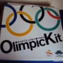 Coleccionismo deportivo: (F-180924)OLIMPIC KIT.CEREMONIA INAGURACION JJOO BARCELONA 92 OLIMPIC KIT PARA EL PÚBLICO-PARTICIPA. Lote 132651990