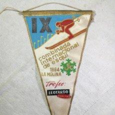 Coleccionismo deportivo: BANDERIN UEC AGRUPACIO UNIO EXCURSIONISTA CATALUNYA -IX COMBINADA INTERNACIONAL ESQUI LA MOLINA 1964. Lote 133564490