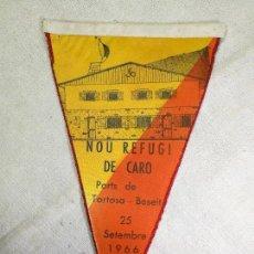 Coleccionismo deportivo: BANDERIN - NOU REFUGI DE CARO - PORTS DE TORTOSA-BESEIT - UNIO EXCURSIONISTA DE CATALUNYA - AÑO 1966. Lote 133567678