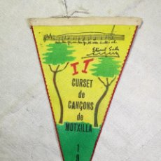 Coleccionismo deportivo: BANDERIN -UEC UNIO EXCURSIONISTA CATALUNYA CORNELLA II CURSET CANÇONS MOTXILLA 1965-DOBLE CARA. Lote 133568342