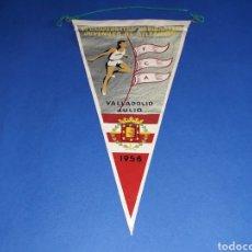 Coleccionismo deportivo: BANDERÍN TELA, VI CAMPEONATOS NACIONALES JUVENILES ATLETISMO F.C.A. VALLADOLID, ORIGINAL JULIO-1958.. Lote 133585210