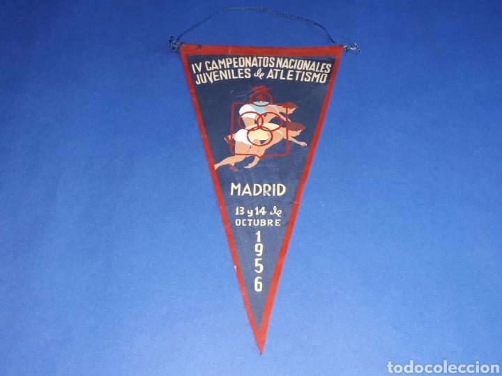 BANDERÍN TELA, IV CAMPEONATOS NACIONALES JUVENILES DE ATLETISMO. MADRID, 13 Y 14 OCTUBRE 1956. (Coleccionismo Deportivo - Banderas y Banderines otros Deportes)